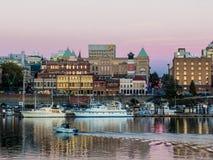 黄昏的维多利亚内在港口 免版税库存照片