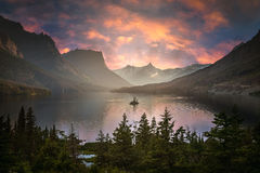 黄昏的St Mary湖 免版税图库摄影