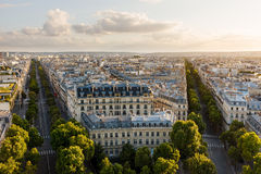 黄昏第16个arrondissement屋顶,巴黎,法国 免版税图库摄影