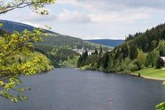 易北河水库的看法在Spindleruv Mlyn附近的在Krkonose山 免版税图库摄影