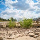 易北河的变干的河床在马格德堡附近的 免版税库存图片