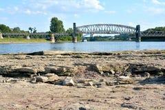 易北河的干燥河床 库存照片