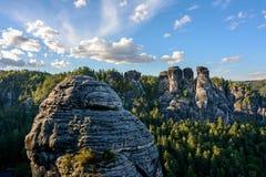 易北河砂岩山在德国 撒克逊人的瑞士国家公园在萨克森 免版税图库摄影