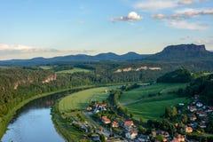 易北河鸟瞰图在德国,萨克森 国家公园撒克逊人瑞士 免版税库存照片