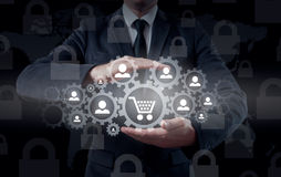 贸易和物品安全和保险  概念消费者玻璃扩大化的保护购物台车 免版税图库摄影
