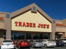 贸易商乔的外部和标志 免版税库存照片