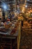贸易商在夜市场上在泰国 库存照片