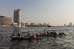 贸易商小船在尼罗河,开罗在埃及 库存照片
