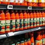 星品牌在超级市场架子的西红柿酱行的说明社论  免版税库存照片