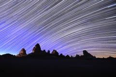 星在夜长的曝光的足迹图象 图库摄影