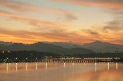 星期一人之前修筑的木桥在Sangklaburi,泰国 免版税库存照片