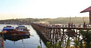 星期一桥梁iat Sangkhlaburi 图库摄影