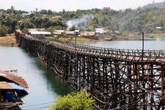星期一桥梁Uttamanusorn,最长的木桥 免版税图库摄影
