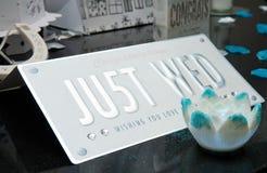 星期三标志和小野鸭桌装饰 图库摄影