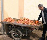 星期二Souk在艾兹鲁,摩洛哥 免版税库存照片