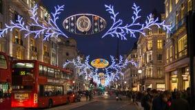 黑星期五周末在伦敦在圣诞节前的第一销售 摄政的街道 免版税图库摄影