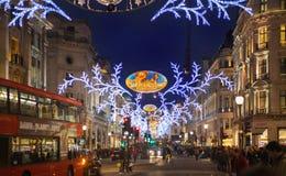 黑星期五周末在伦敦在圣诞节前的第一销售 摄政的街道 免版税库存照片