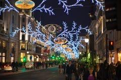 黑星期五周末在伦敦在圣诞节前的第一销售 摄政的街道 免版税库存图片