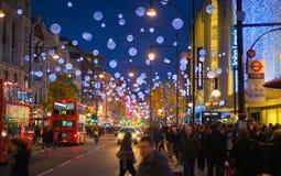 黑星期五周末在伦敦在圣诞节前的第一销售 牛津街 免版税库存图片