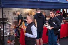 星期四Nightmarket,罗托路亚,新西兰, 2018年10月18日 库存图片