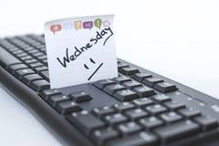 星期在贴纸的书面标志在键盘 库存照片
