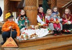 星期的庆祝薄煎饼(Maslenitsa)在Kolomenskoje公园 免版税库存图片