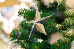 星状圣诞节装饰和光 免版税图库摄影