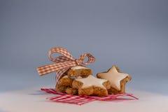 星状桂香饼干 免版税图库摄影