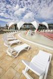 星莲属的Aquapark外部休息室在奥拉迪亚,罗马尼亚 免版税库存图片