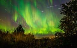 星足迹和北极光 免版税库存照片