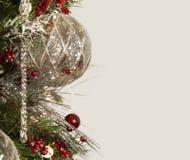 水星银色圣诞节装饰品边界 图库摄影