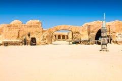 星际大战电影的集合在突尼斯沙漠仍然站立 免版税图库摄影
