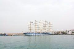 星飞剪机五被上船桅的船 库存照片