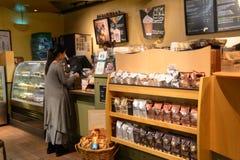 星巴克咖啡馆内部 图库摄影