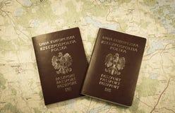映射和准备好两本的护照使用 乌贼属照片 免版税库存照片