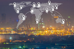 映射在世界全球性后勤学和tra的别针平的网络conection 免版税图库摄影