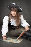 映射海盗手枪海运妇女 免版税库存照片