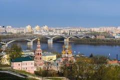 春天下诺夫哥罗德,俄罗斯的一个风景看法 免版税图库摄影