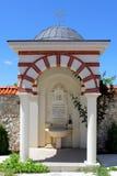 春天喷泉在Giginski修道院(Tsarnogorski修道院)里 库存图片