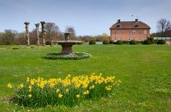 春天在城堡公园 免版税库存图片