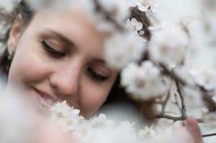 春天妇女的肉欲的画象,美丽的面孔 图库摄影