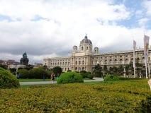 春天宫殿眺望楼维也纳奥地利 免版税库存照片