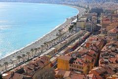 春天尼斯海岸线和老镇,法语Riv全景  免版税库存图片