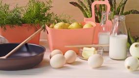 春天年轻菜用鸡蛋和用牛奶和煎锅在木桌上 影视素材