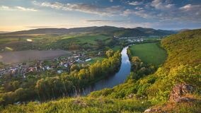 春天斯洛伐克与河Hron,时间间隔的全景风景 影视素材