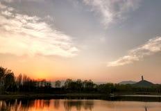 春天日落在北坞公园在北京中国 库存图片