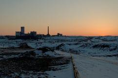 春天日落在Vorkuta 库存照片