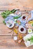 春天温泉健康设置概念,与精油肥皂奶油的背景 免版税库存照片