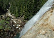 春天秋天空中瀑布和河视图  库存图片