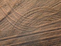 春天耕地 领域和美好的样式从拖拉机 在视图之上 n 免版税图库摄影